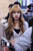 11-BLACKPINK-Lisa-Airport-Photo-10-October-2018-From-Japan