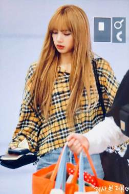 12-BLACKPINK-Lisa-Airport-Photos-Incheon-5-October-2018
