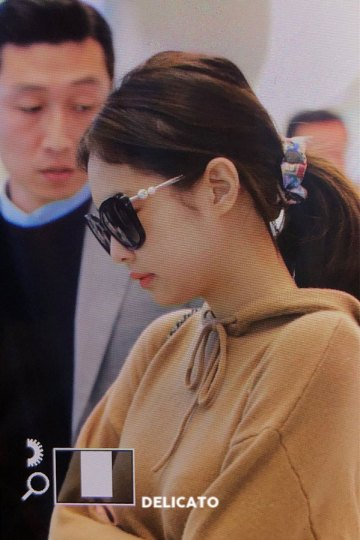 13-BLACKPINK-Jennie-Airport-Photo-Incheon-20-October-2018