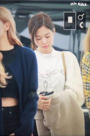 13-BLACKPINK-Jennie-Airport-Photos-Incheon-5-October-2018