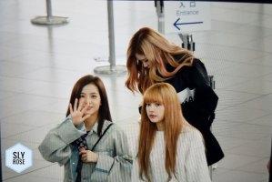 16-BLACKPINK-Lisa-Airport-Photos-Incheon-Fukuoka-7-October-2018