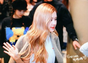 16-BLACKPINK-Rose-Airport-Photo-10-October-2018-From-Japan