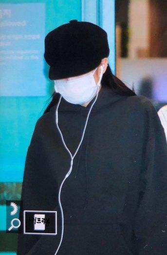 17-BLACKPINK-Jennie-Airport-Photos-Incheon-7-October-2018
