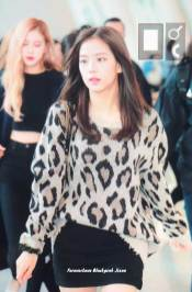 17-BLACKPINK-Jisoo-Airport-Photos-Incheon-5-October-2018