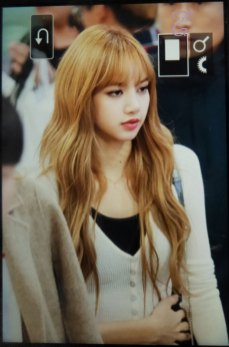 22-BLACKPINK-Lisa-Airport-Photo-10-October-2018-From-Japan