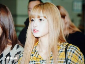 26-BLACKPINK Lisa Airport Photos Incheon 5 October 2018