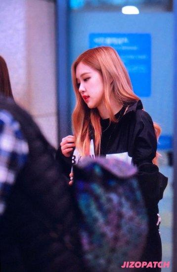26-BLACKPINK-Rose-Airport-Photos-Incheon-Fukuoka-7-October-2018