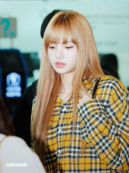 27-BLACKPINK Lisa Airport Photos Incheon 5 October 2018