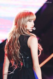 28-HQ-BLACKPINK-Lisa-BBQ-SBS-Super-Concert-2018