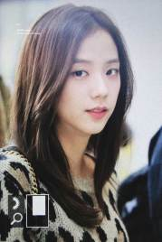 29-BLACKPINK-Jisoo-Airport-Photos-Incheon-5-October-2018