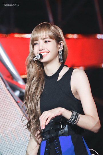 31-HQ-BLACKPINK-Lisa-BBQ-SBS-Super-Concert-2018
