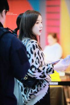 33-BLACKPINK-Jisoo-Airport-Photos-Incheon-5-October-2018