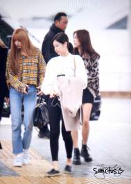 35-BLACKPINK-Jennie-Airport-Photos-Incheon-5-October-2018