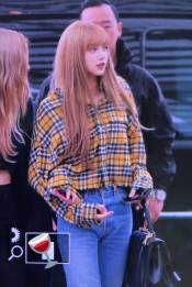 36-BLACKPINK-Lisa-Airport-Photos-Incheon-5-October-2018