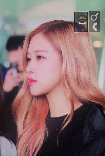 37-BLACKPINK-Rose-Airport-Photos-Incheon-Fukuoka-7-October-2018