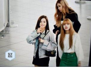 40-BLACKPINK-Rose-Airport-Photos-Incheon-Fukuoka-7-October-2018