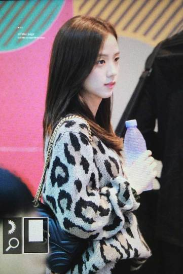 41-BLACKPINK-Jisoo-Airport-Photos-Incheon-5-October-2018