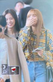 42-BLACKPINK-Lisa-Airport-Photos-Incheon-5-October-2018