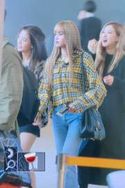 43-BLACKPINK-Lisa-Airport-Photos-Incheon-5-October-2018