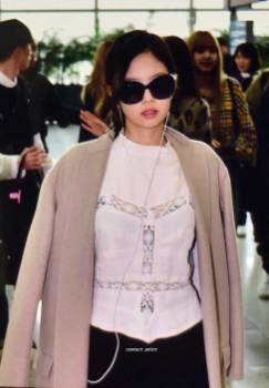5-BLACKPINK-Jennie-Airport-Photos-Incheon-5-October-2018