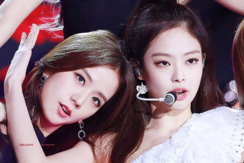 5-HQ-BLACKPINK-Jennie-BBQ-SBS-Super-Concert-2018