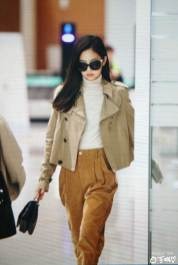 6-BLACKPINK-Jennie-Airport-Photo-4-October-2018-from-Paris
