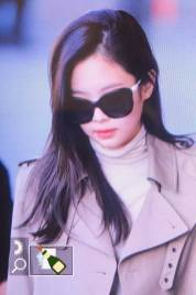 64-BLACKPINK-Jennie-Airport-Photo-4-October-2018-from-Paris