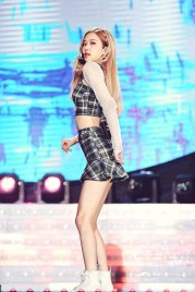 7-HQ-BLACKPINK-Rose-BBQ-SBS-Super-Concert-2018