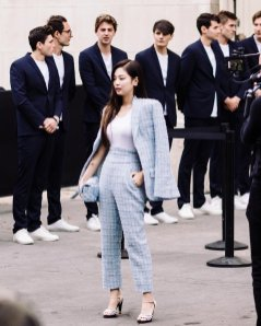 8-BLACKPINK Jennie Chanel Paris Fashion Week Magazine Photos