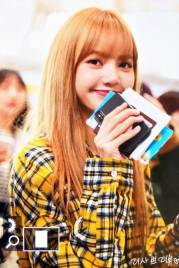 8-BLACKPINK-Lisa-Airport-Photos-Incheon-5-October-2018