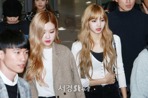 9-BLACKPINK-Airport-Photo-10-October-2018-From-Japan