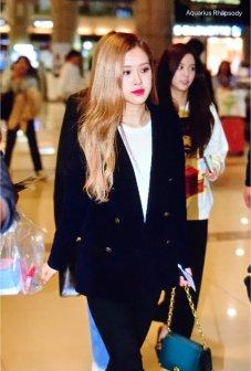 9-BLACKPINK Rose Airport Photos 9 October 2018 to Japan