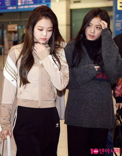 16-BLACKPINK-Airport-Photos-Incheon-20-Nov-2018-Back-from-Indonesia