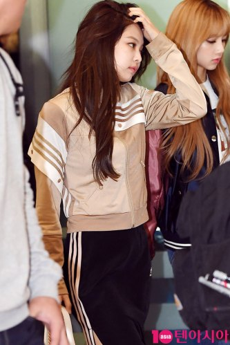 17-BLACKPINK-Airport-Photos-Incheon-20-Nov-2018-Back-from-Indonesia