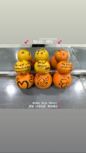 See Members Sweet Messages on Tangerines to Support Jennie on Inkigayo