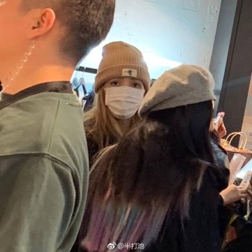 4-BLACKPINK Lisa Spotted in Hongdae 1 November 2018