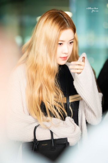 8-BLACKPINK-Rose-Airport-Photos-Incheon-Back-from-Indonesia
