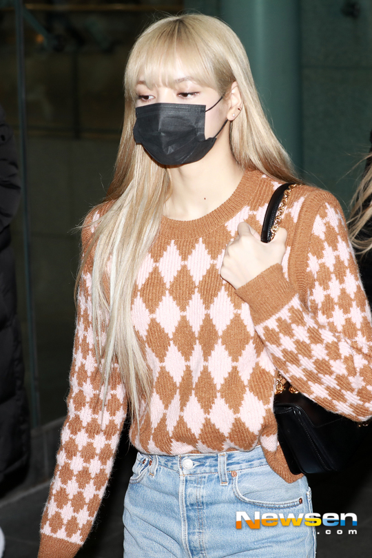 Fansite Photo: Lisa at Incheon Back from Jakarta January 21, 2019