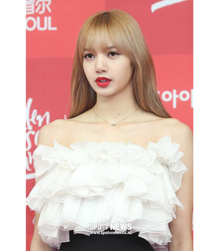 BLACKPINK Lisa at Golden Disc Awards 2019 Red Carpet