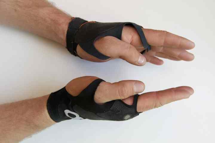 Crack climbing gloves