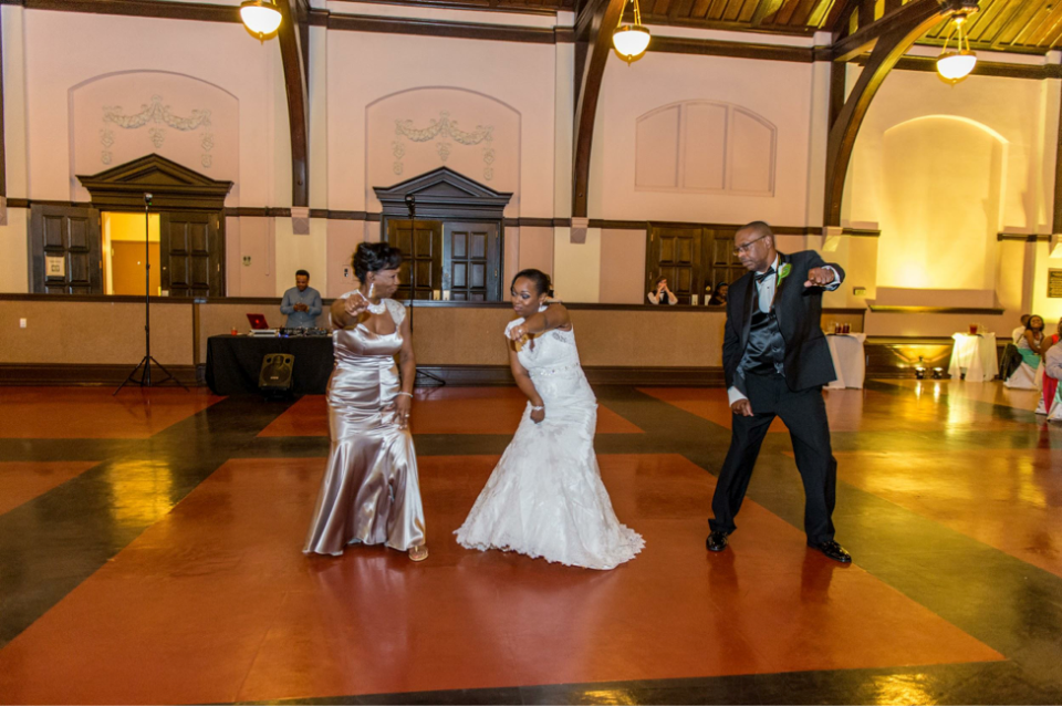AT-13 Wedding Feature: Allyson and Travis - Carolina Love at its Best