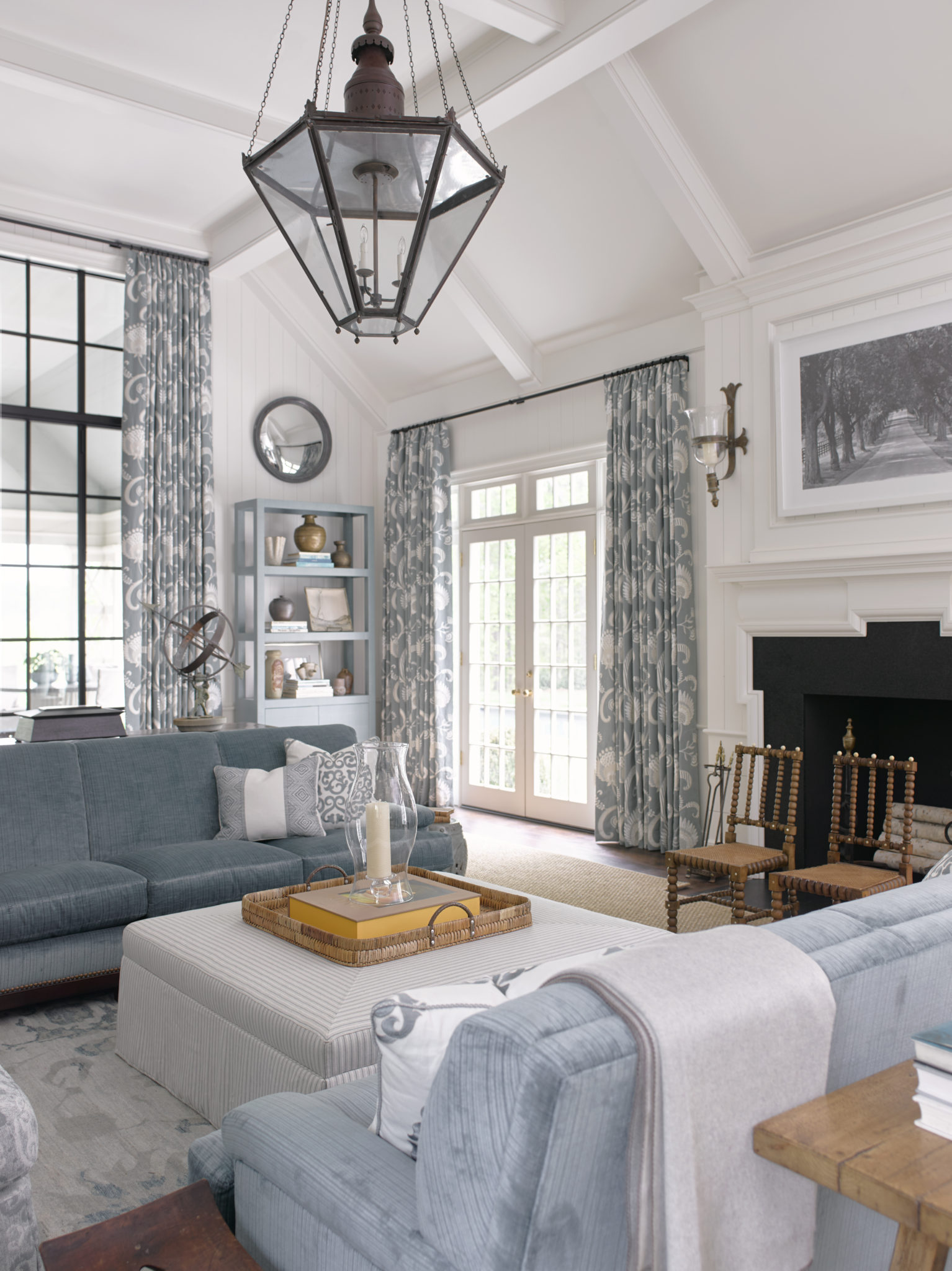 FamilyRoom_PhoebeHoward 595x794 10 Southern Decor Favorites From The  Southeastern Designer Showhouse