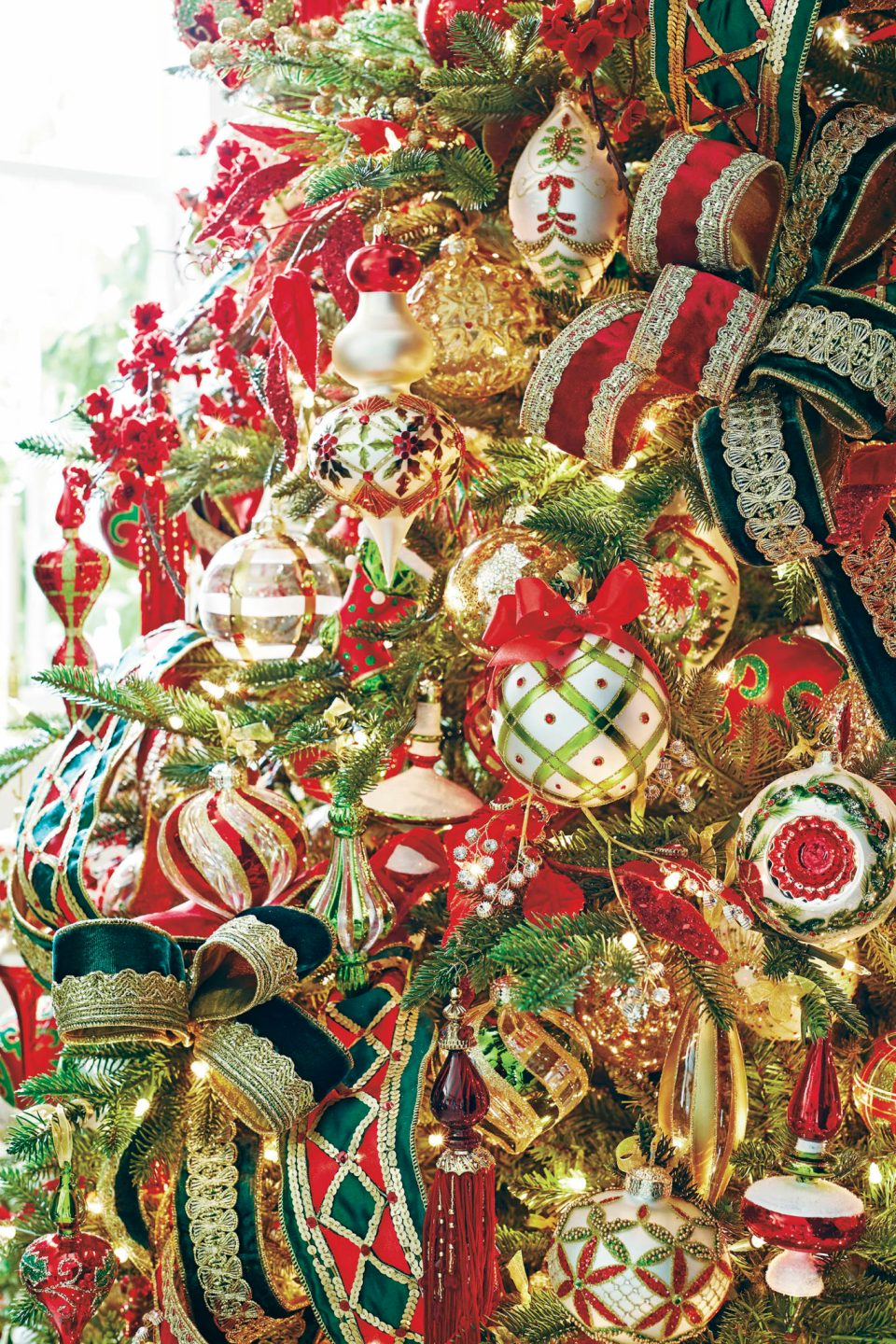 158719_005-960x1440 Holiday Ornaments We Love and How to Store Your Holiday Decor