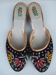 slipppers2 Vintage Boudoir Slippers We Adore