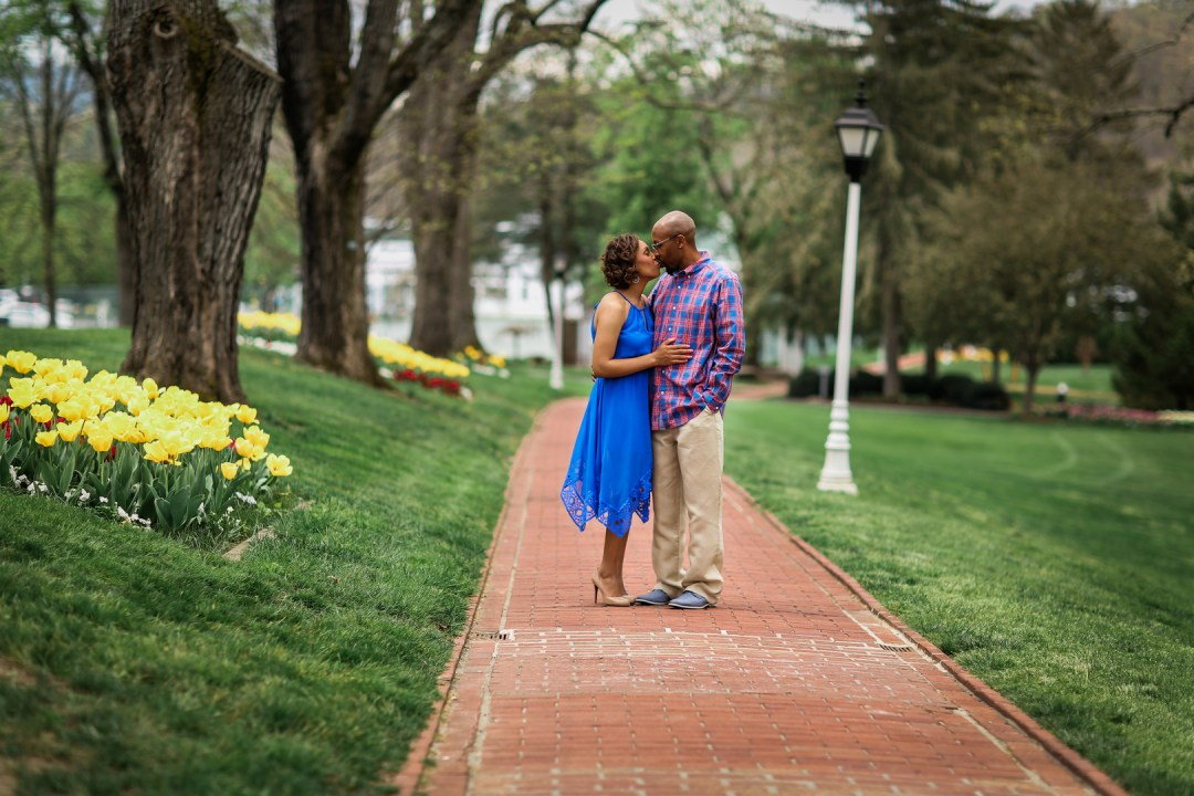 c2ocorpu6ximipynia00_big West Virginia Engagement Session at the Greenbriar Resort