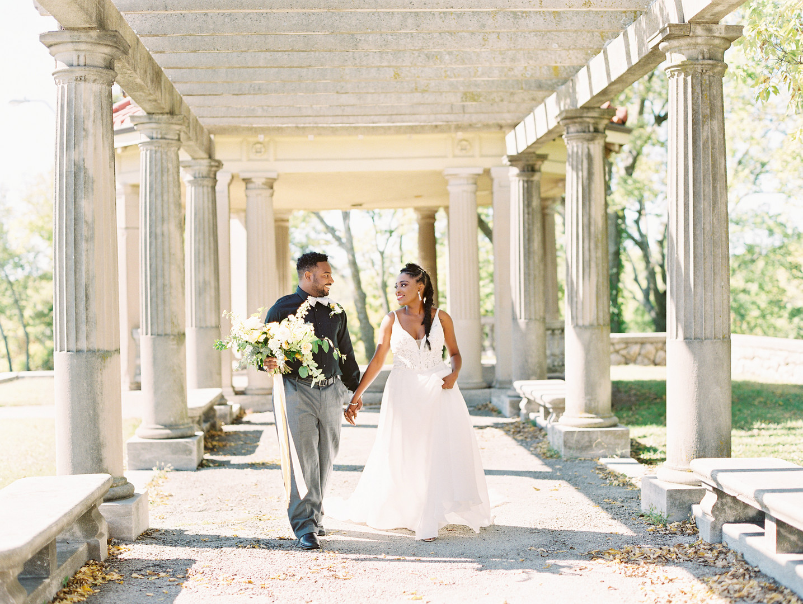 mpnu8zic3i7qwfr2vq00_big Kansas City, Missouri Outdoor Wedding Inspiration