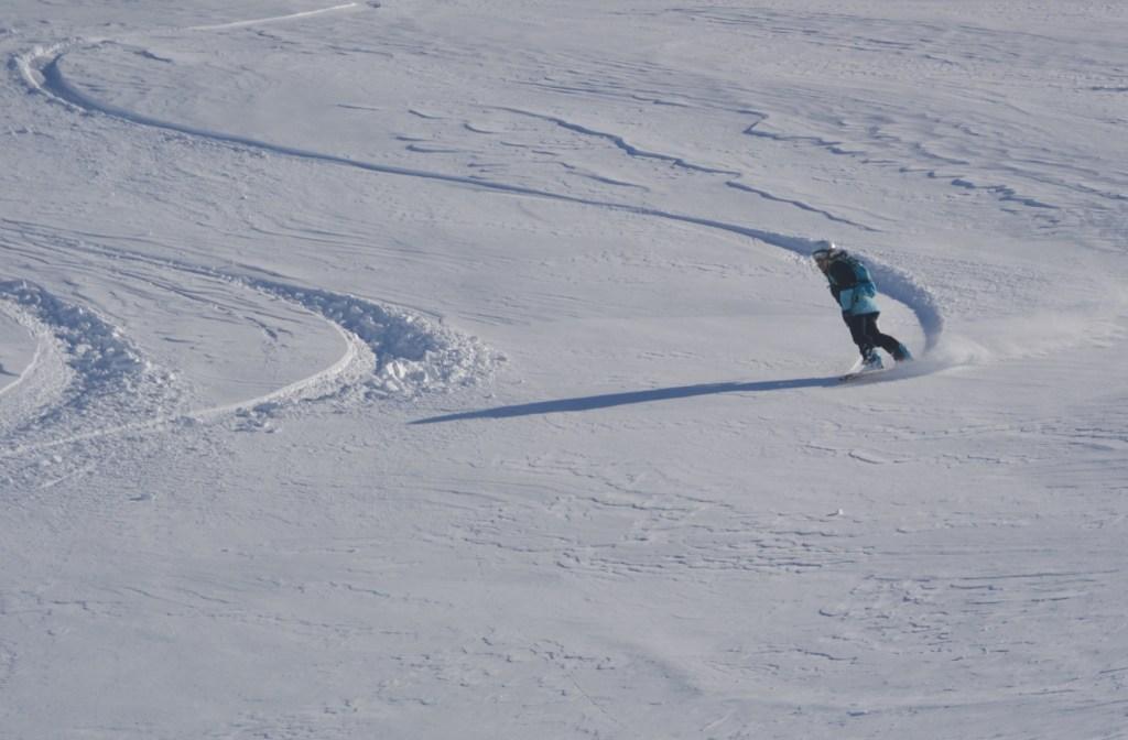 allannah_snow_carve