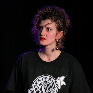Léa CHAPELLIER Comédienne