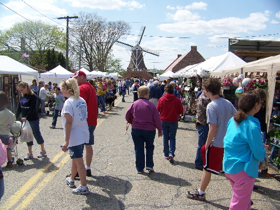Large crowds browse crafts from all over the Midwest