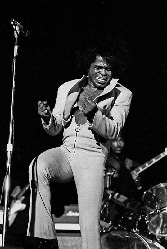 Black to the Music - James Brown B16 - performing live in Hamburg, Germany, February 1973 - (c) Heinrich Klaffs